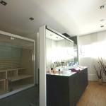 Modernes Badezimmer mit Sauna