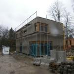 Baustelle mit Gerüst im Herbst/Winter