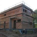 Baustelle mit Gerüst Seitenansicht mit Eingang