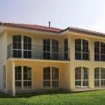 Villa in einem Gelbton