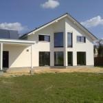 Haus mit Garage Gartenansicht