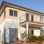 Terasse von Klassika Massivhaus mit Balkon