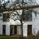 Kosima Haus mit Baum davor