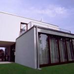 Modernes Architektenhaus Gartenansicht