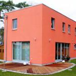 Rotes Haus mit Fachdach