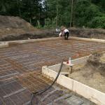 Bauarbeiten am Kosima Massivhaus mit zwei Bauarbeitern