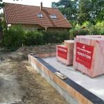 Beginn Mauerarbeiten an Massivhaus