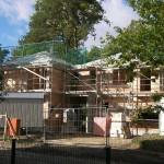 Moderner Zwilling Massivhaus mit Gerüst