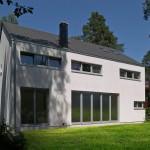 Garten mit modernem Haus