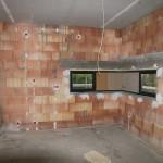 Innenansicht Mauerwerk mit Kabel von der Decke