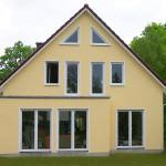 Satteldachhaus in Gelb