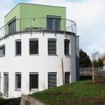 Weißes rundes Architektenhaus