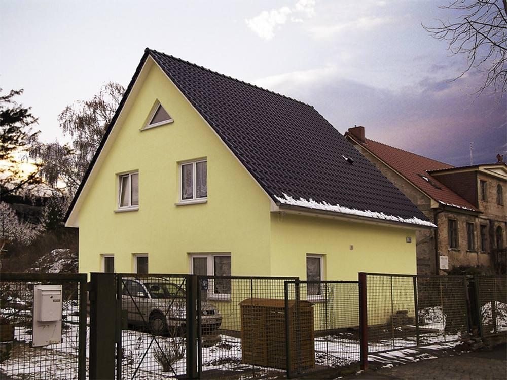 Einfamilienhaus mit satteldach im winter kosima haus for Baustile einfamilienhaus